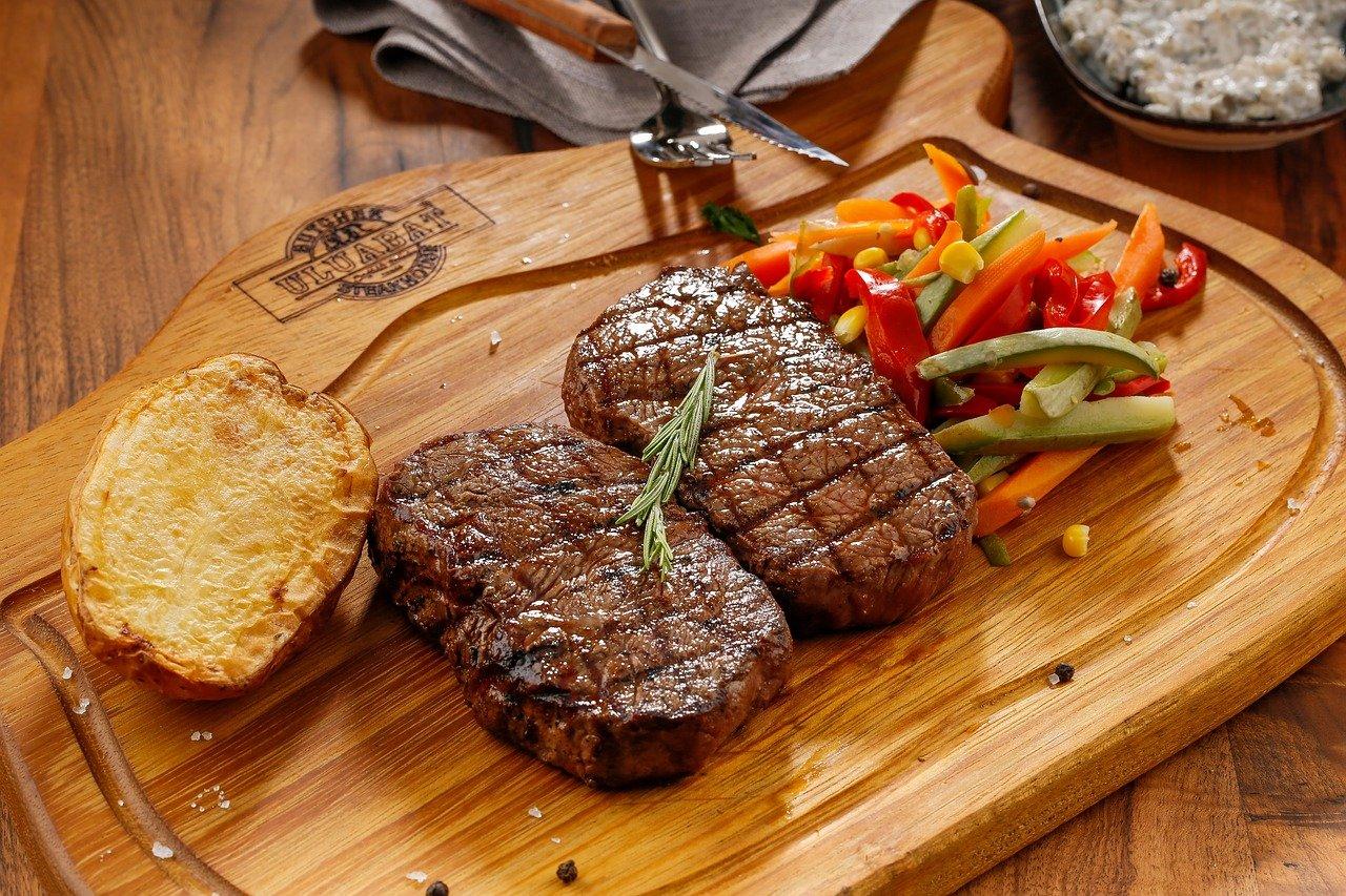 ステーキ 食事 洋食 お肉